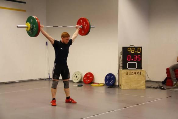 Emil Ragnar nálgast met Sindra Páls í snörun í 77kg unglingaflokki