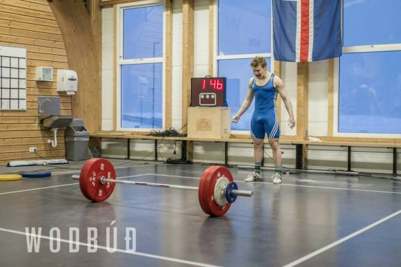 Sindri einbeittur, 139kg á stönginni, tilraun til nýs Íslandsmet í jafnhendingu í piltaflokki