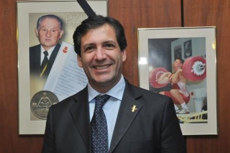 Antonio Urso er forseti evrópska lyftingasambandsins og hefur m.a. skrifað nokkrar bækur um ólympískar lyftingar