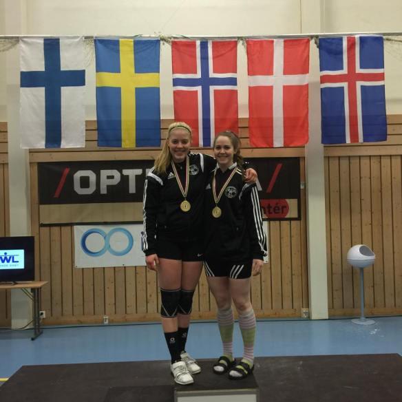 Freyja Mist og Lilja Lind sáttar með gullin.